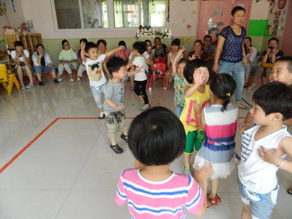 幼儿园如何抓好幼师队伍建设-牧童园服品牌|新童服装