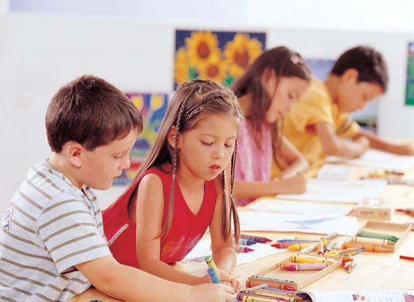 幼儿园大班美术活动教案——秋天的联想